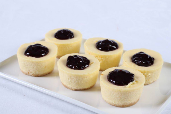Blueberry Baby Baked Cheesecakes